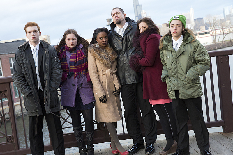 http://www.bustle.com/articles/150768-the-shameless-season-7-premiere-is-a-ways-off-but-these-7-tv-families-will-keep