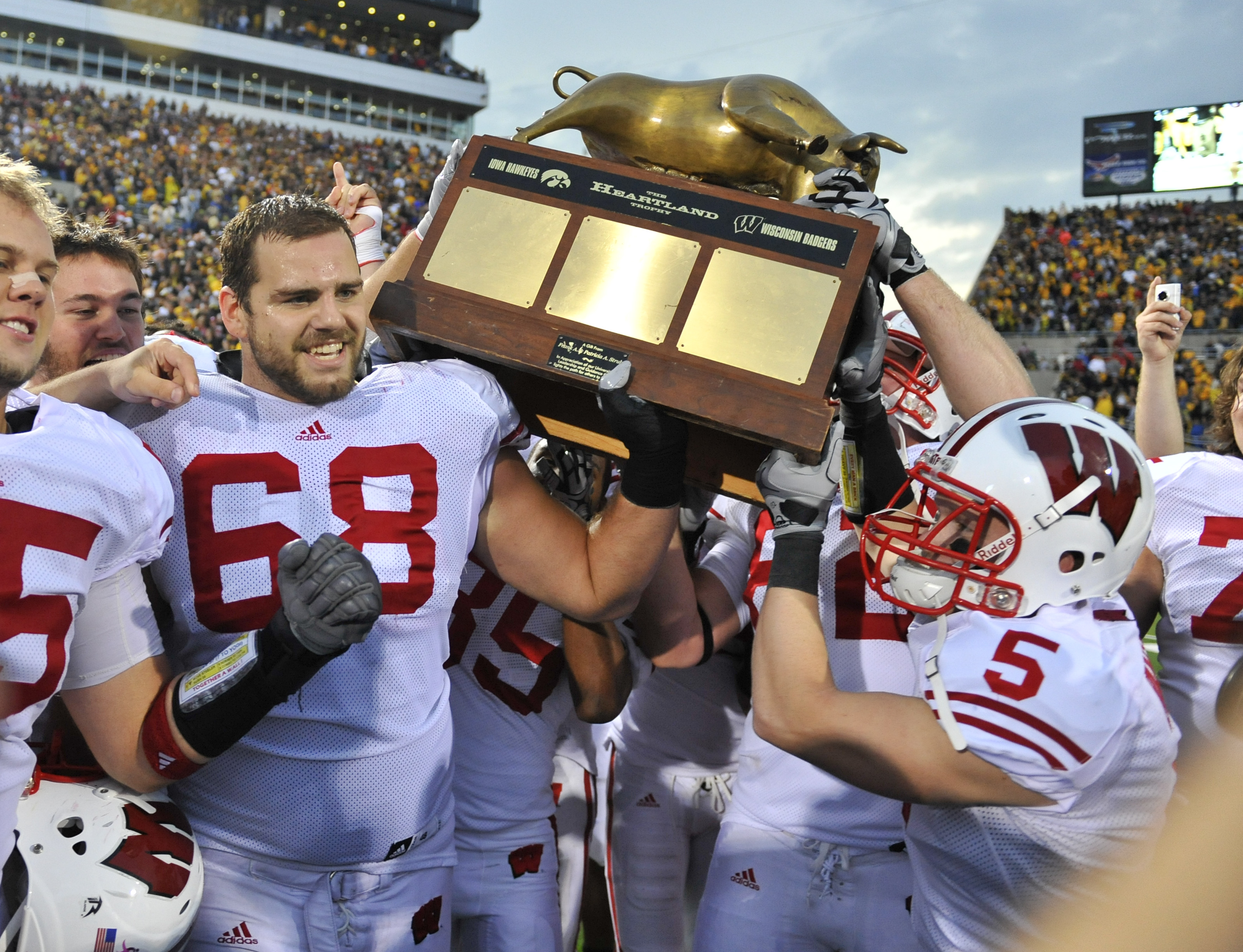 Heartland Trophy Coming Back to Madison as Badgers Take Down Iowa 17-9