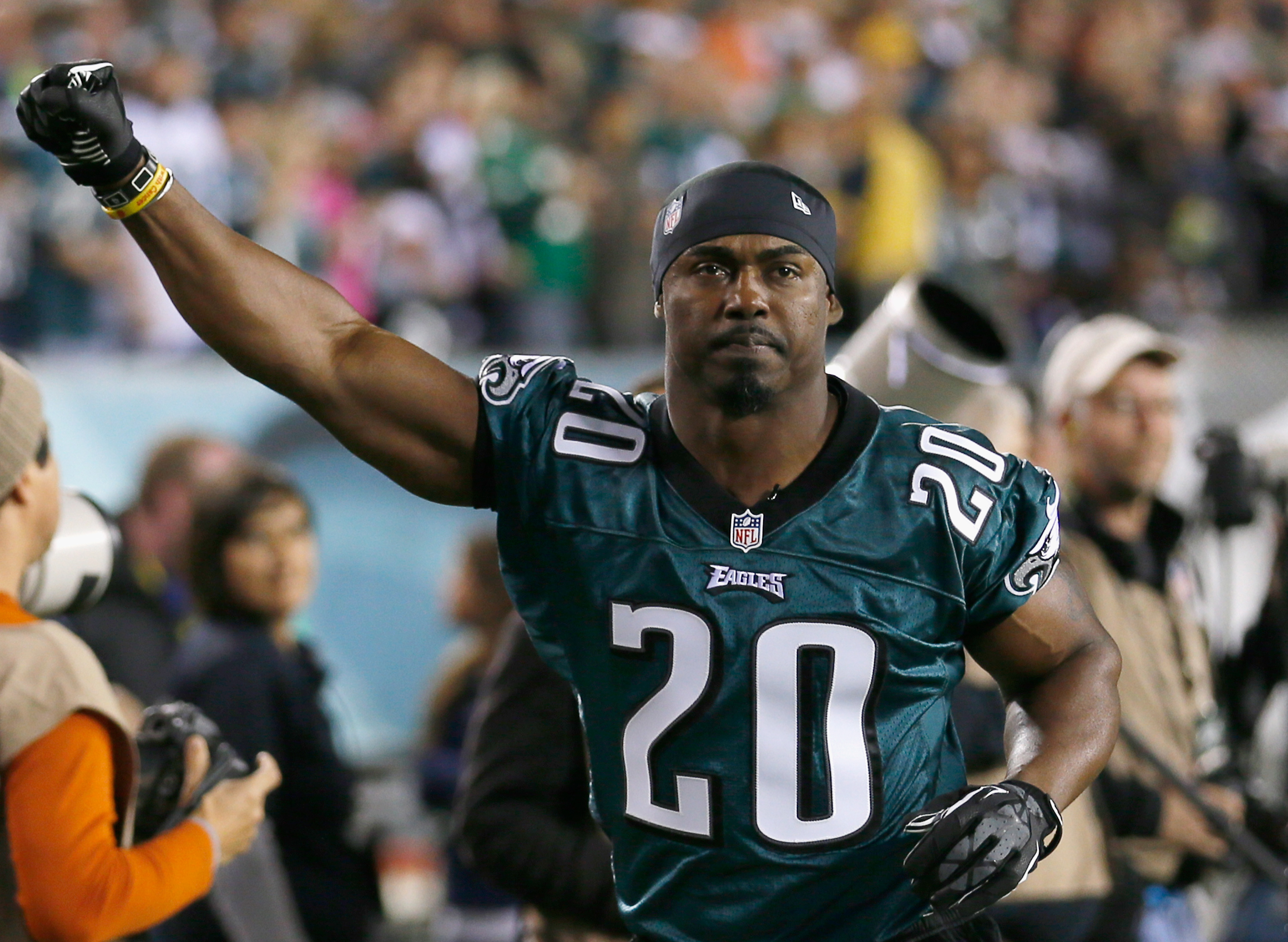 Eagles Weekly Recap: Week 11, contract extensions, Dawkins/HOF, and more