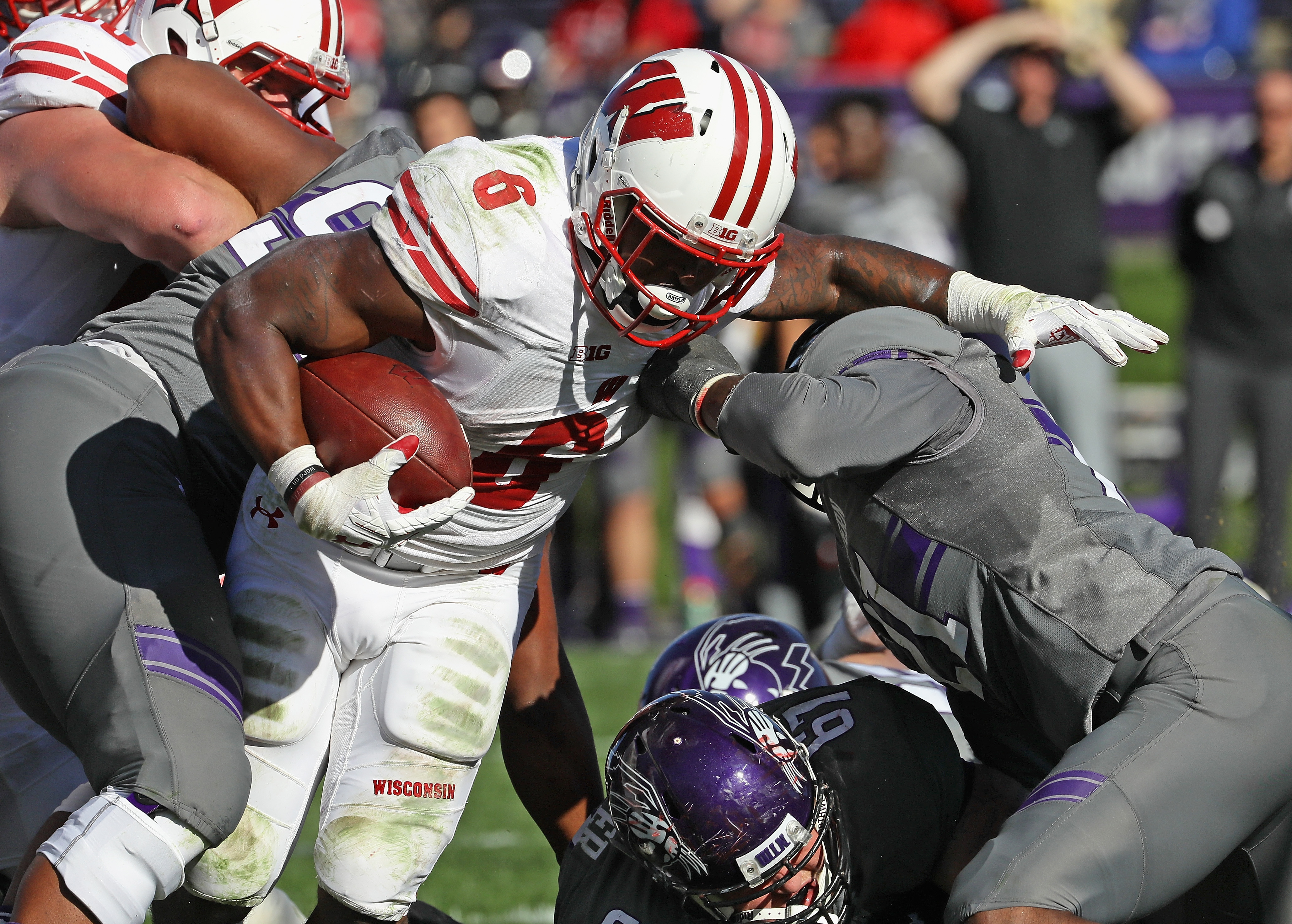 Badgers Ground Northwestern, Keep West Division Title Hopes Alive