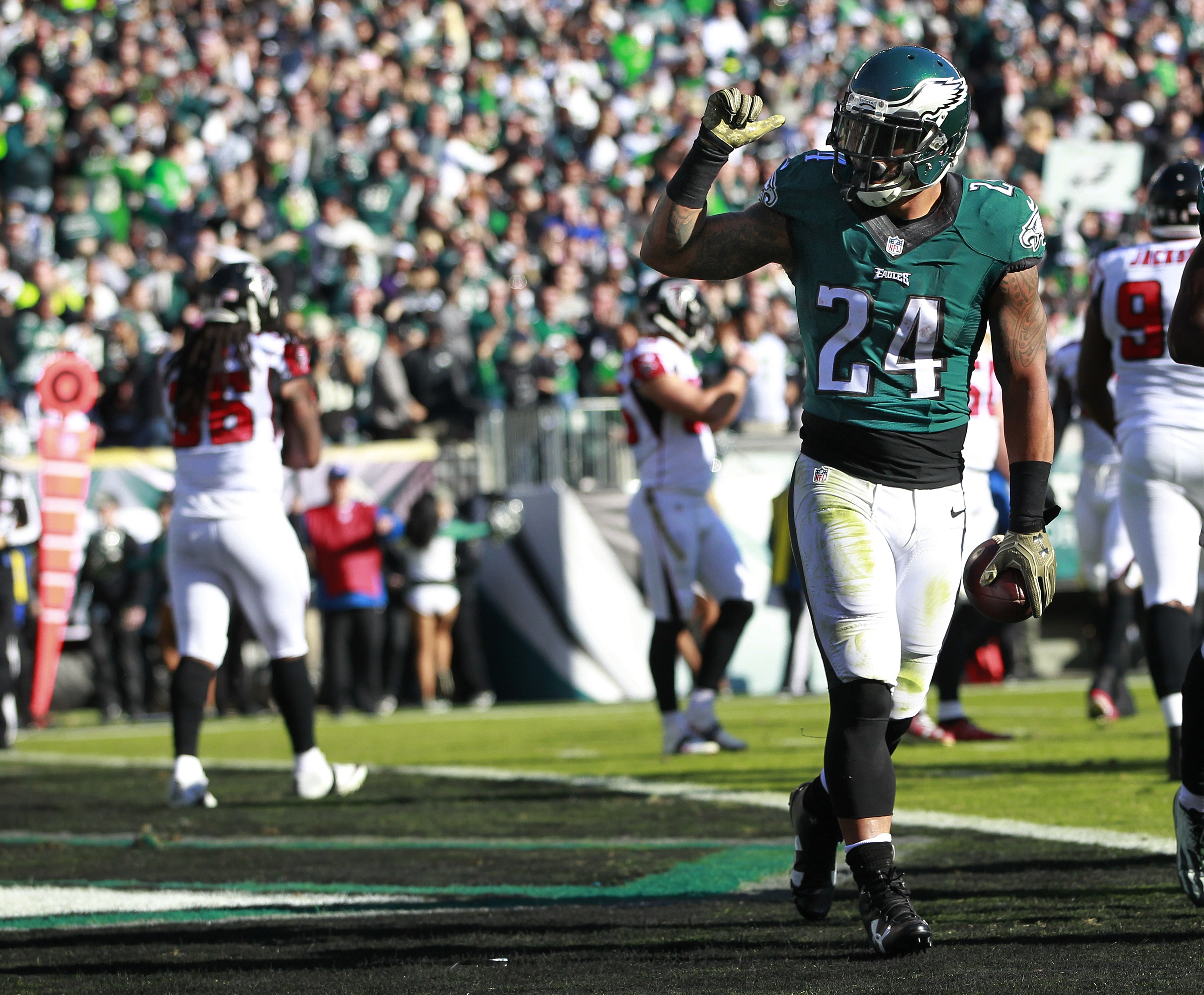 Eagles have new believers after 32-6 beatdown of Atlanta