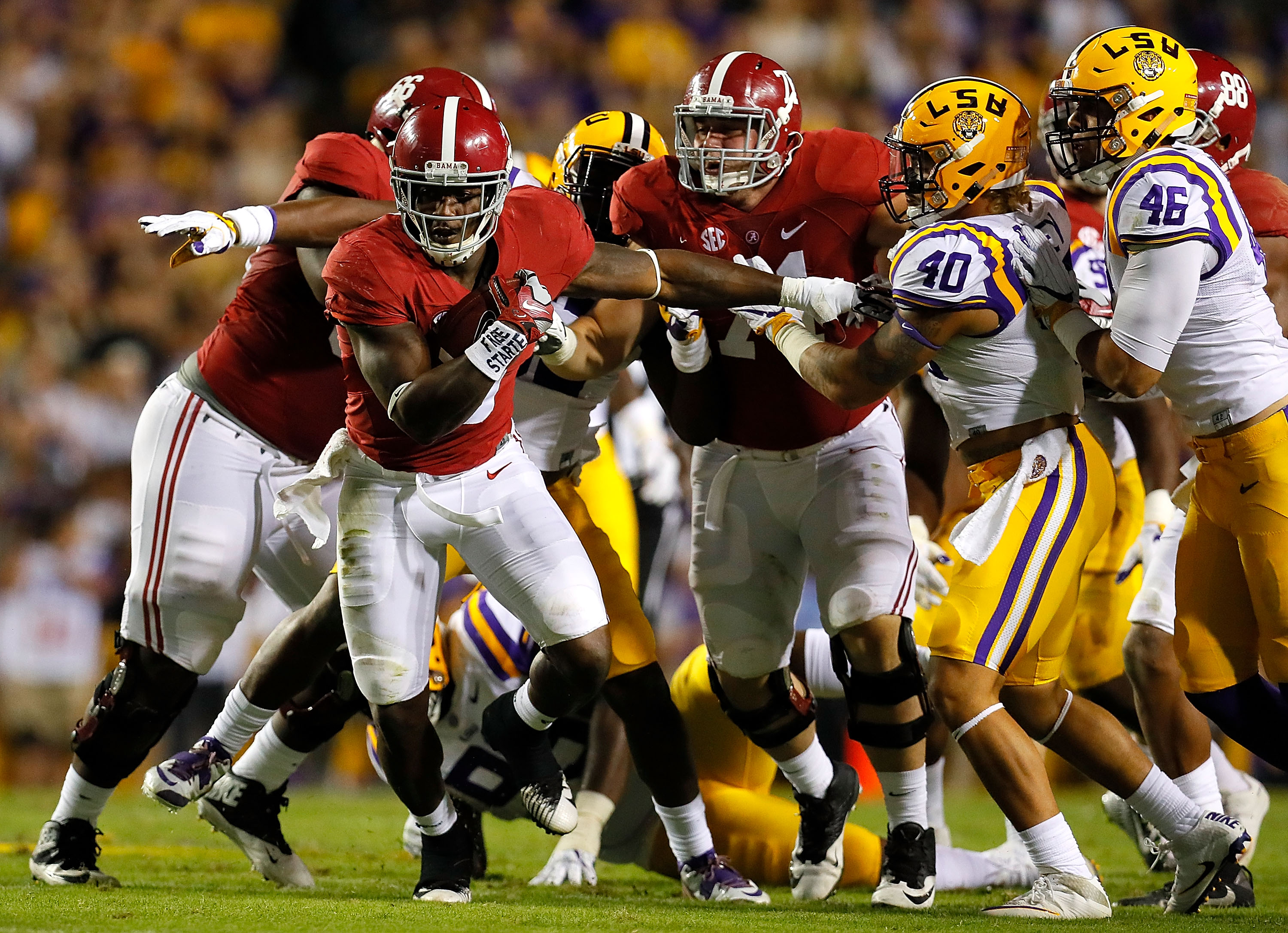 WATCH: 'Bama RB Scarbrough Muscles Way Into End Zone