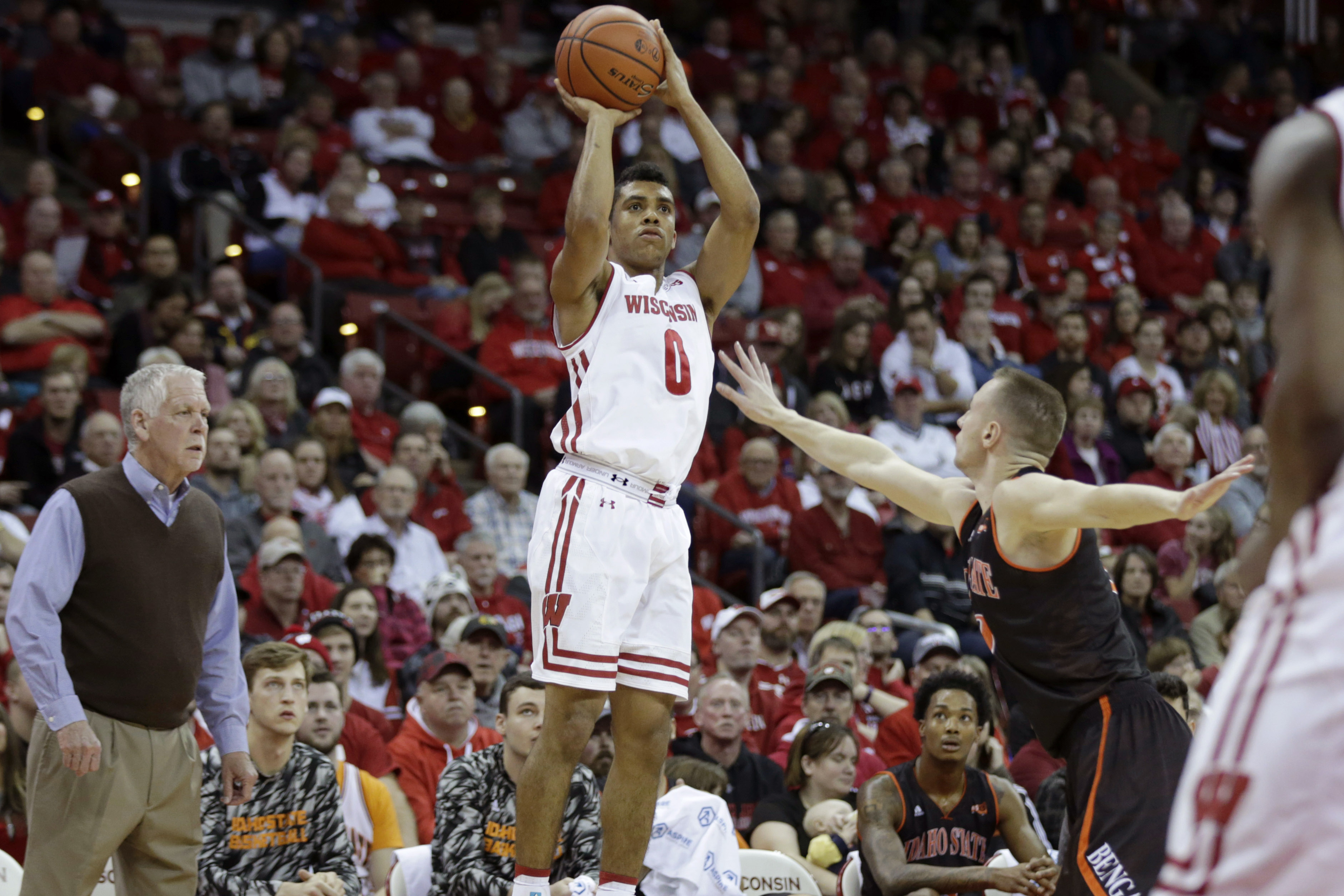 Badgers basketball closes out non-conference play by blowing out FAMU