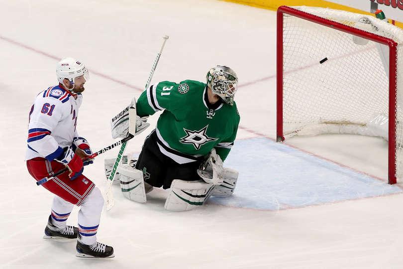 Lundqvist Shines in Return to Rangers Net