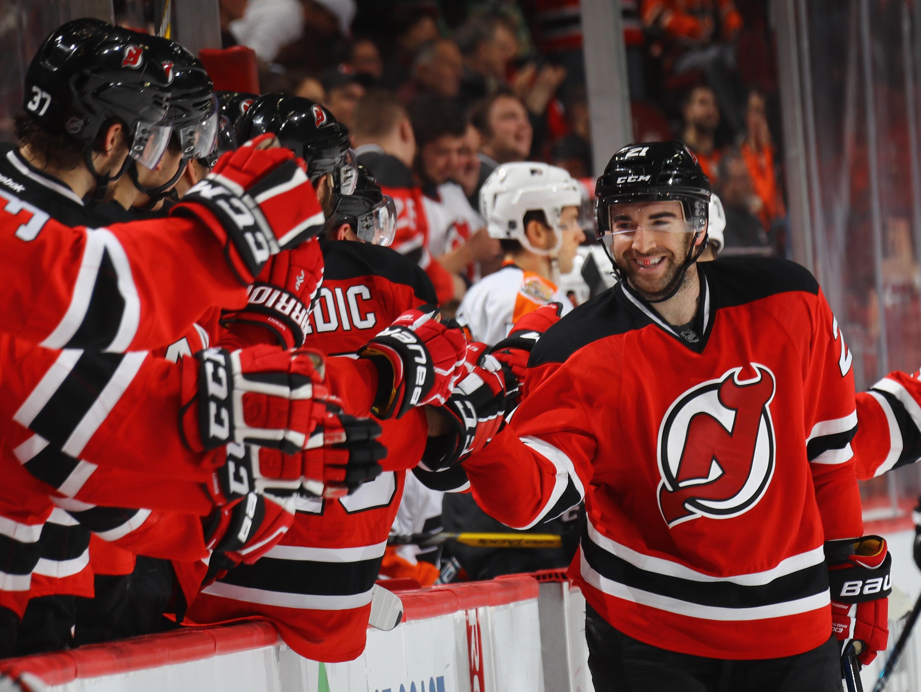 Devils Snap Losing Streak Against Flyers