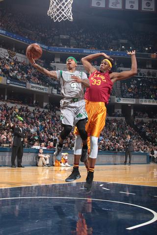 Recap: Celtics stave off Pacer comeback