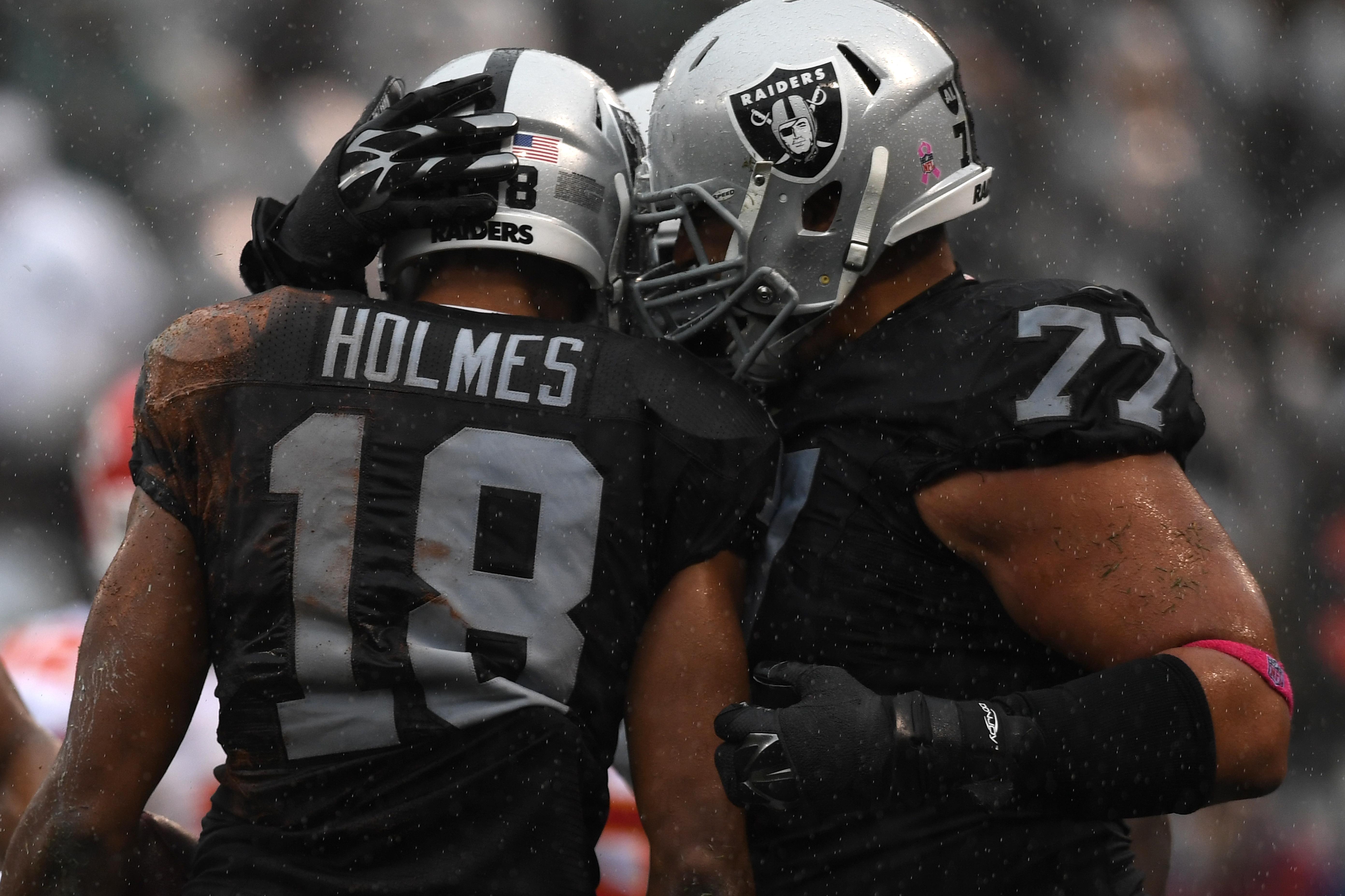 Who Wins Oakland Raiders Right OT Position?