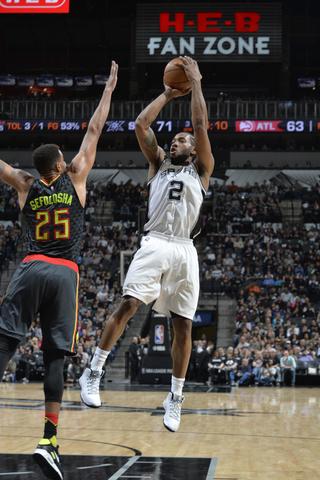 Leonard returns as Spurs hold off Hawks at home