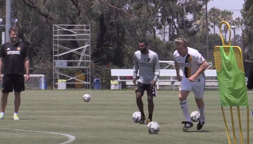 Chef Gordon Ramsay works out with Ashley Cole, LA Galaxy players (VIDEO)