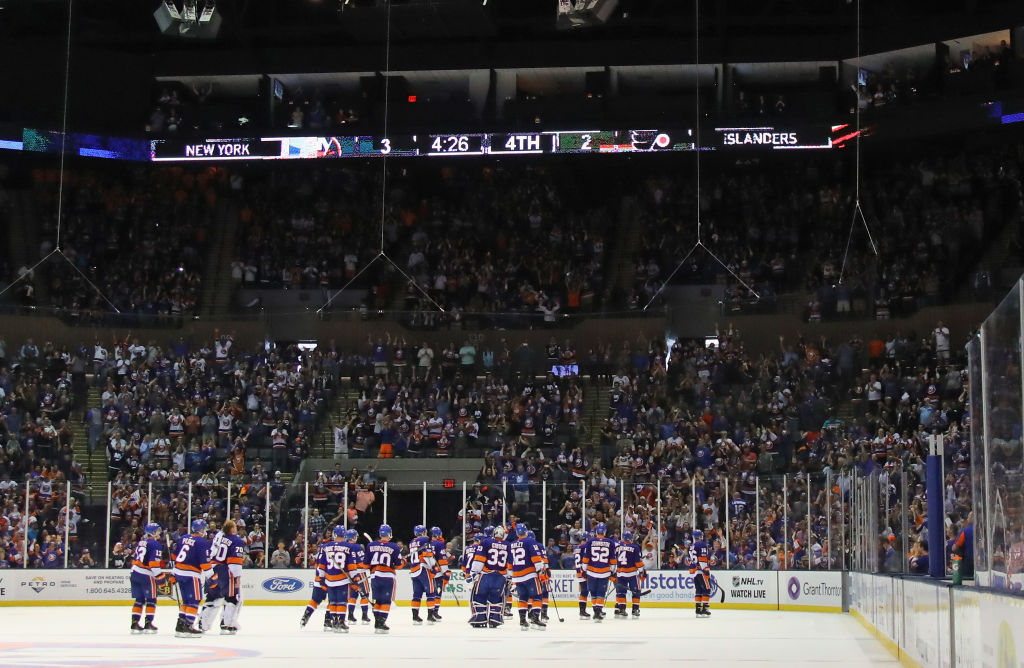 UNIONDALE, NY - SEPTEMBER 17: The New York Islanders leave the ice following a 3-2 victory over the Philadelphia Flyers during a preseason game at the Nassau Veterans Memorial Coliseum on September 17, 2017 in Uniondale, New York. (Photo by Bruce Bennett/Getty Images)