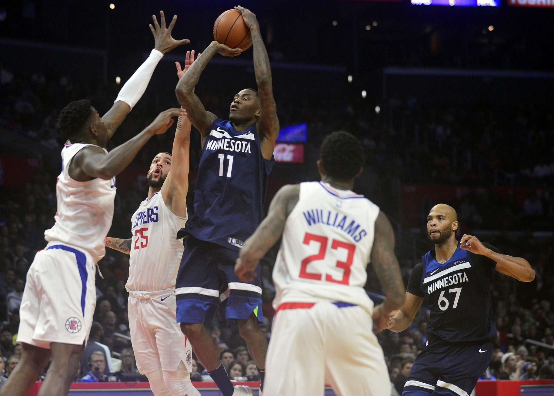 Clippers Battle Wolves, but Come Up Short 113-107