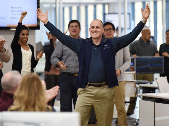"""""""Billions"""" Star Kelly AuCoin Discusses His Blazers Fandom, Embracing The Knicks"""