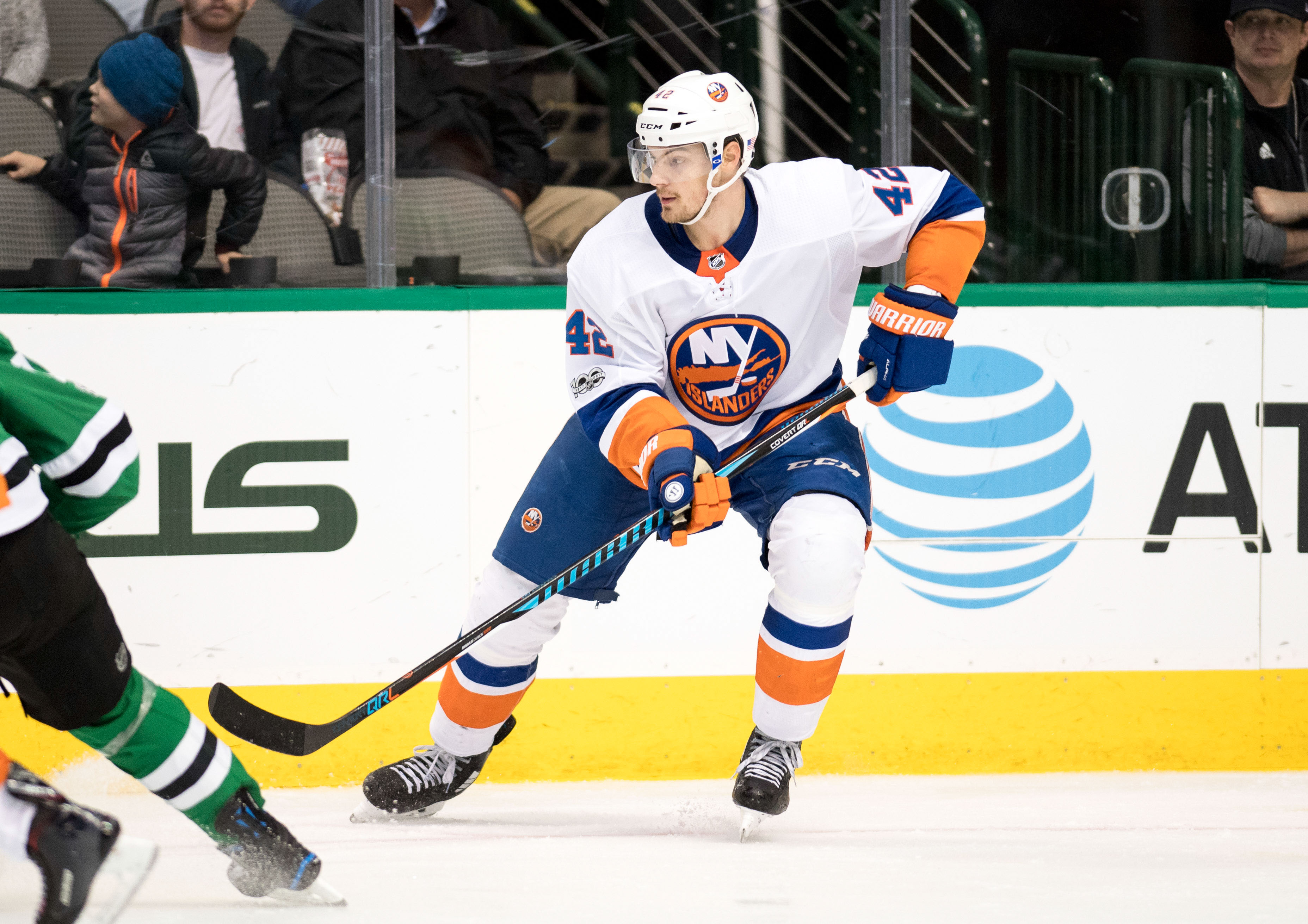 Islanders ink Mayfield to contract extension