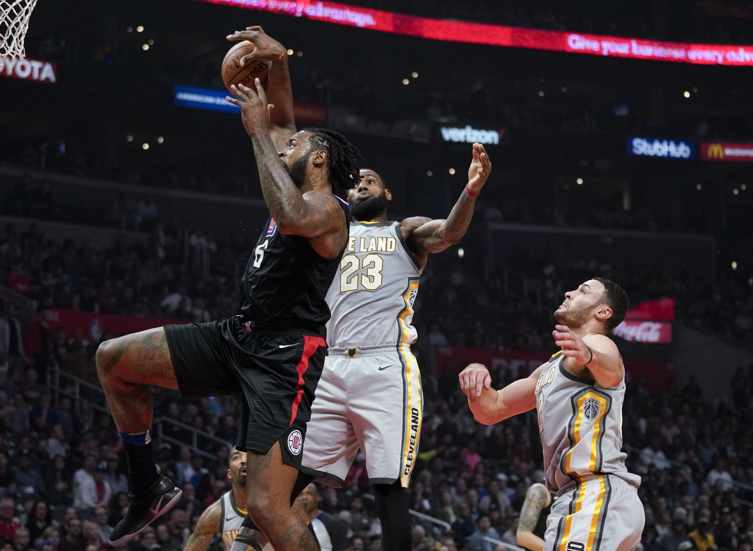 Clippers' Defense Stops Cavs 112-106