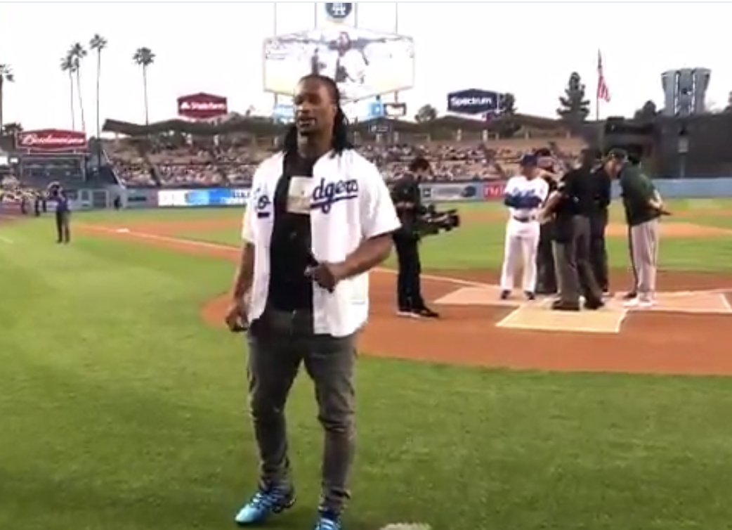 Todd Gurley throws out first pitch at Dodgers game