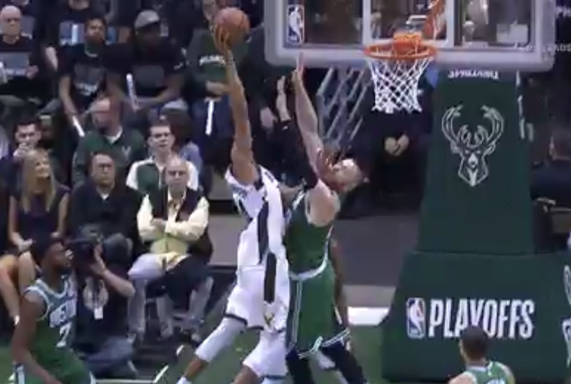 Giannis Antetokounmpo destroys Aron Baynes with one-handed dunk