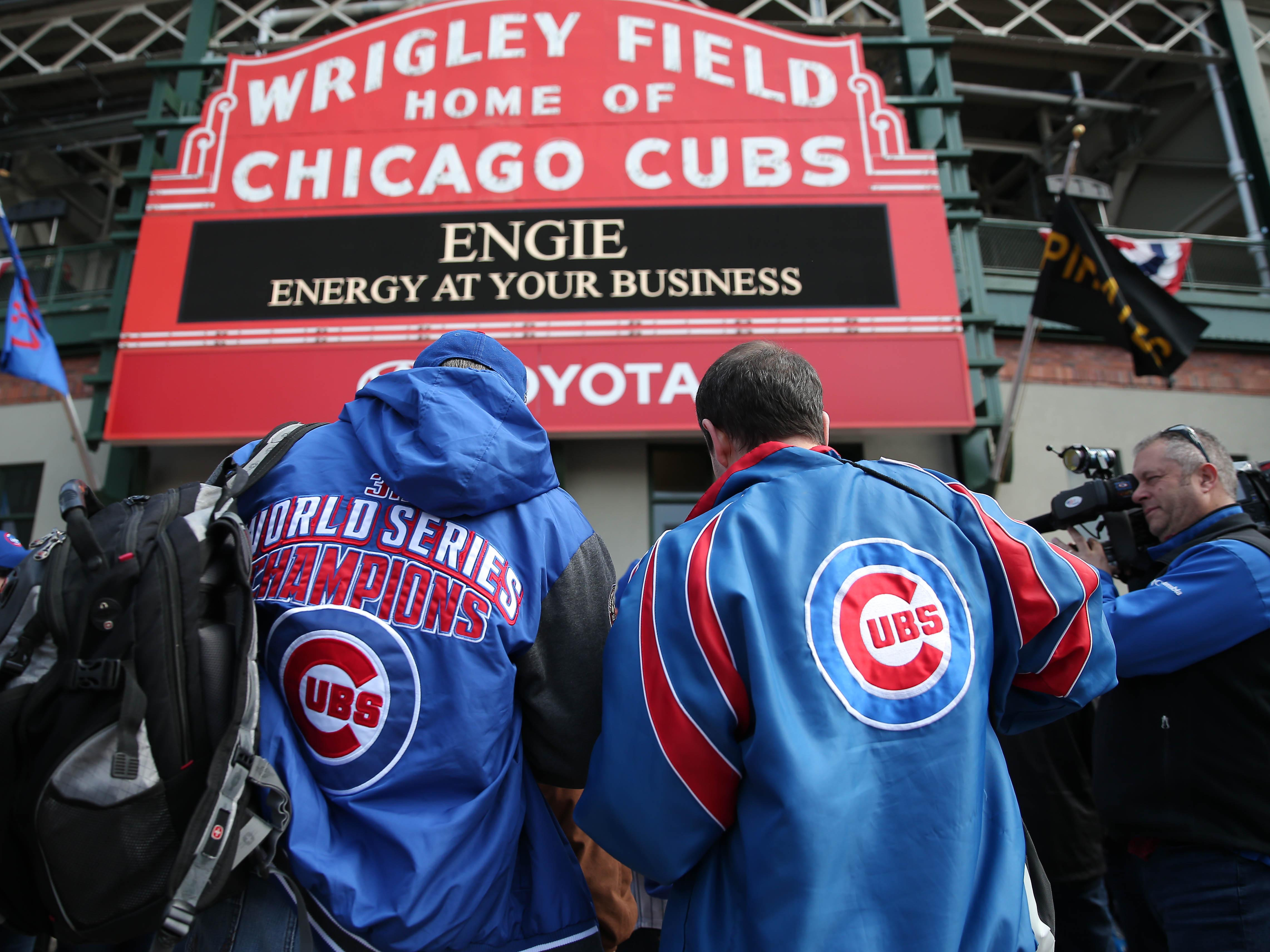 Larger Cubs fans take issue with new 'skinny seats' at Wrigley Field (PHOTO)