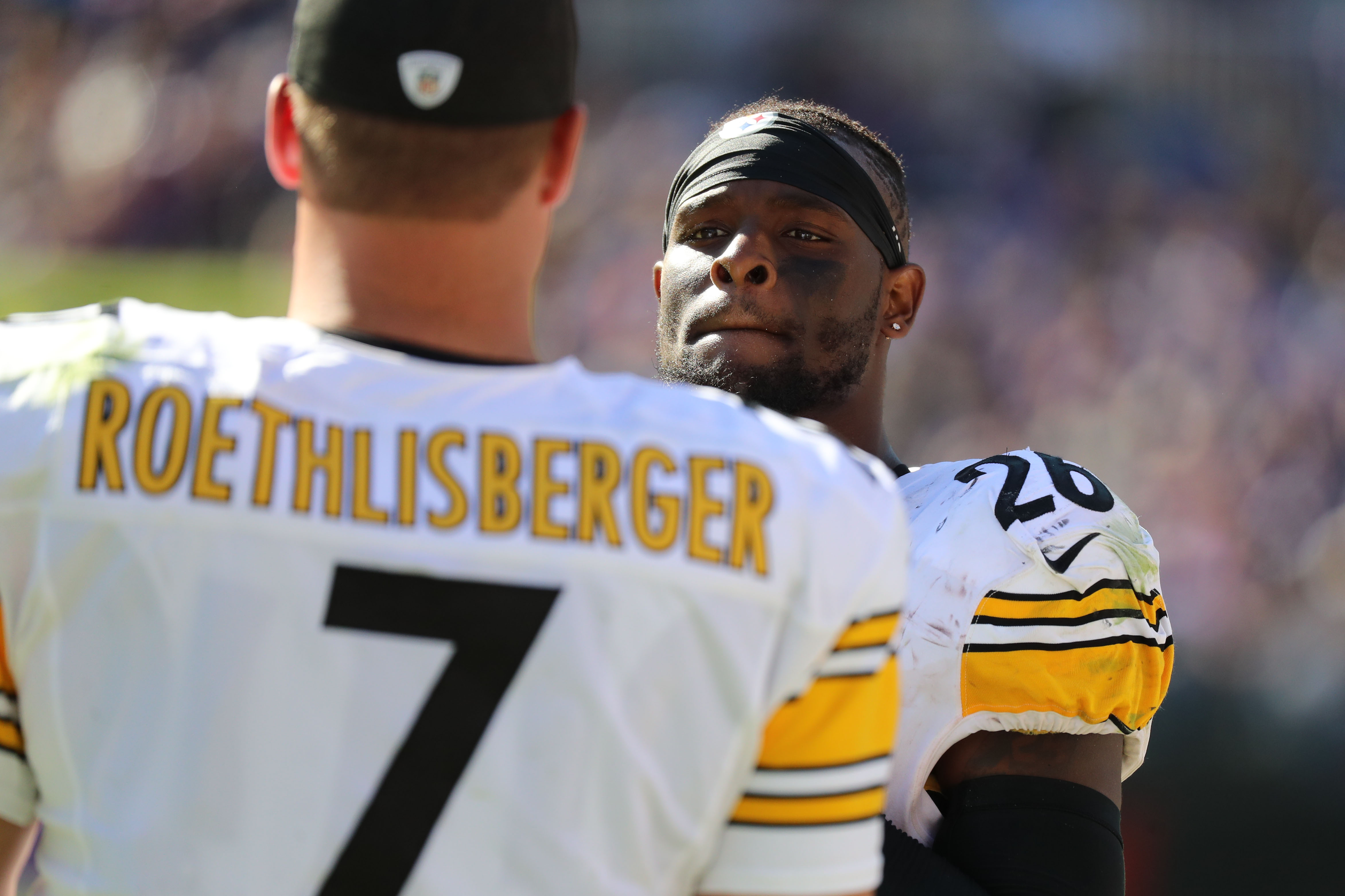 Le'Veon Bell takes a shot at Steelers in new rap track