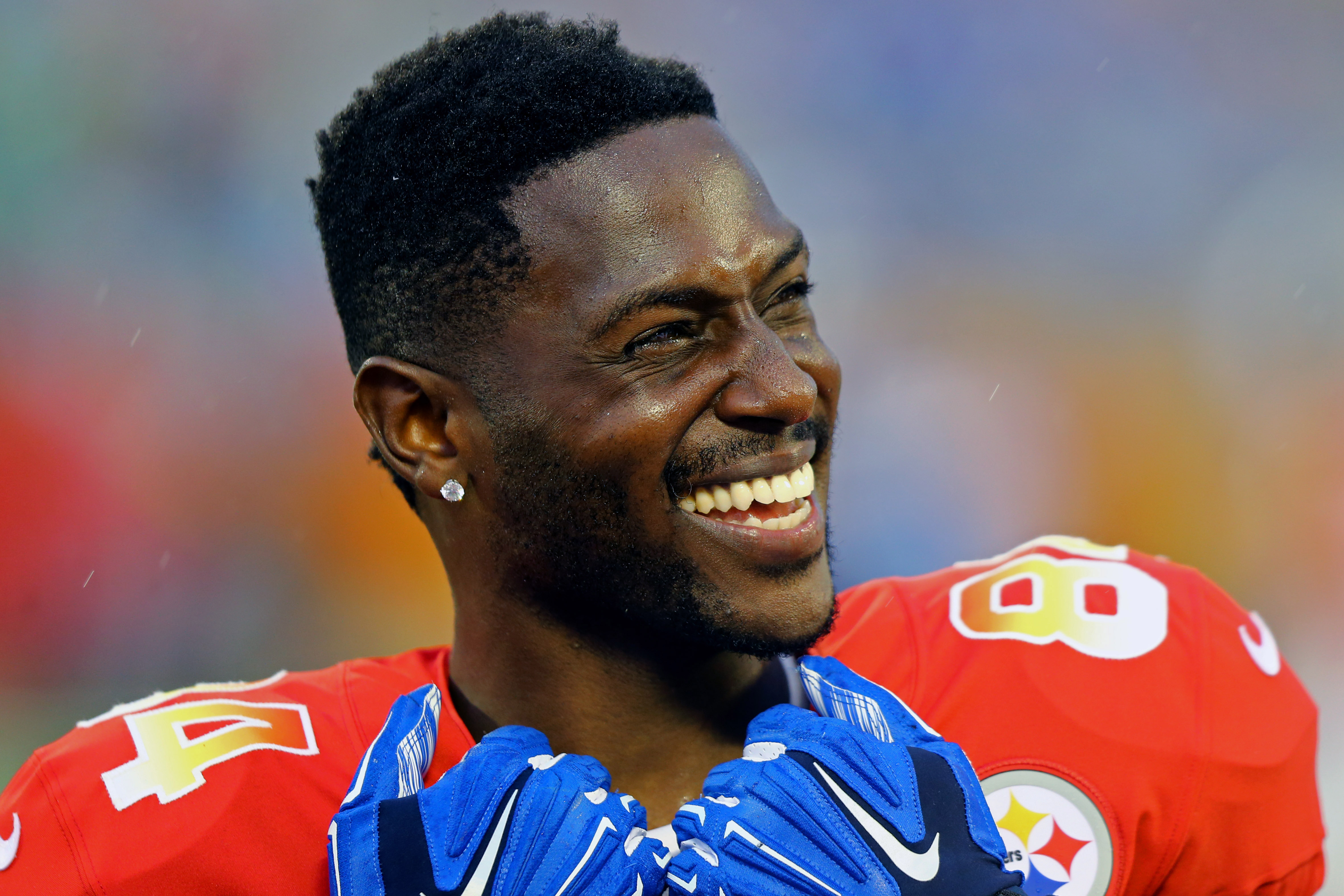 Antonio Brown's bizarre tweets spark speculation, memes from fans