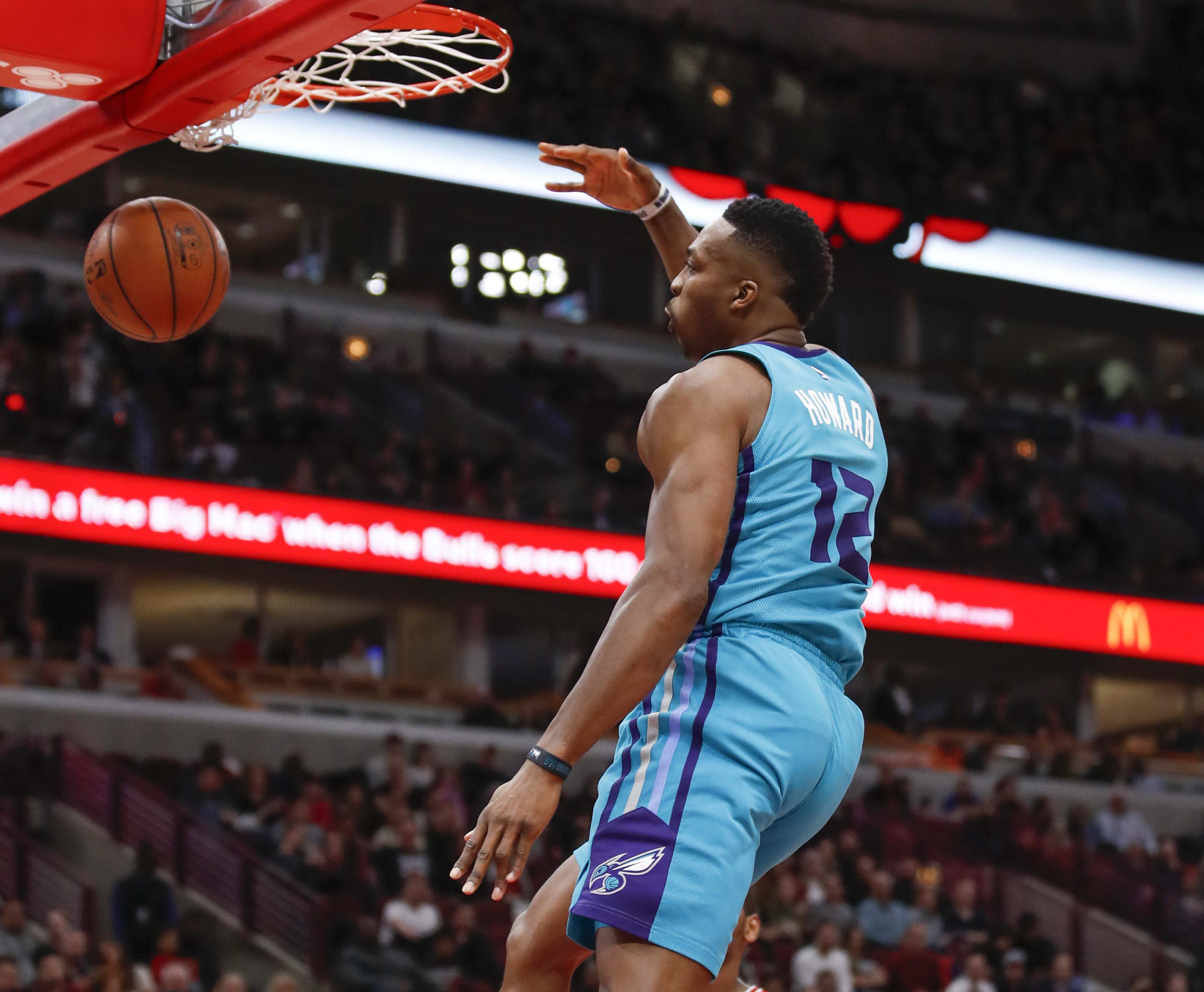 Dwight Howard has 'serious interest' in joining Warriors