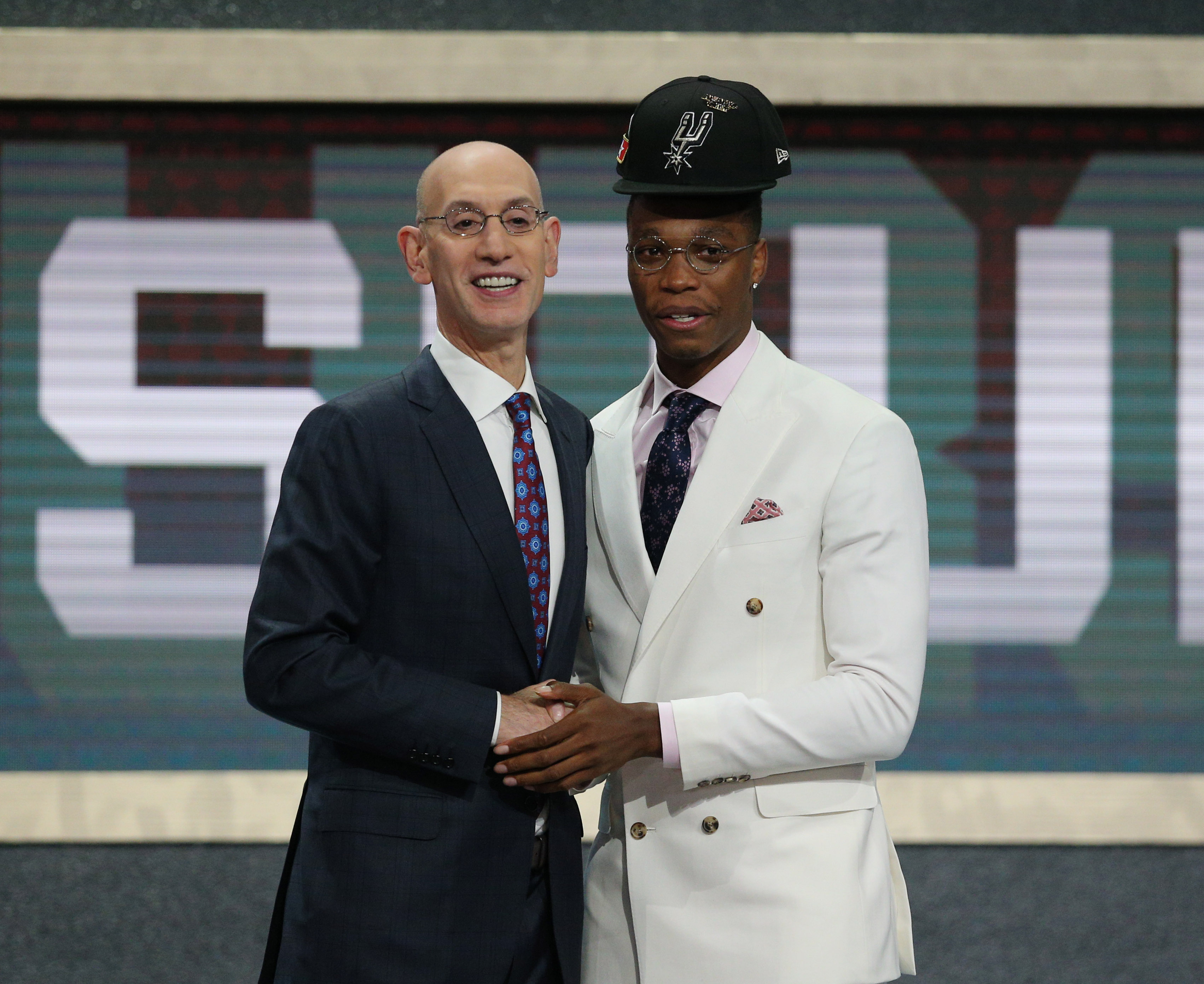 Lonnie Walker's hair caused funny hat fail on draft night