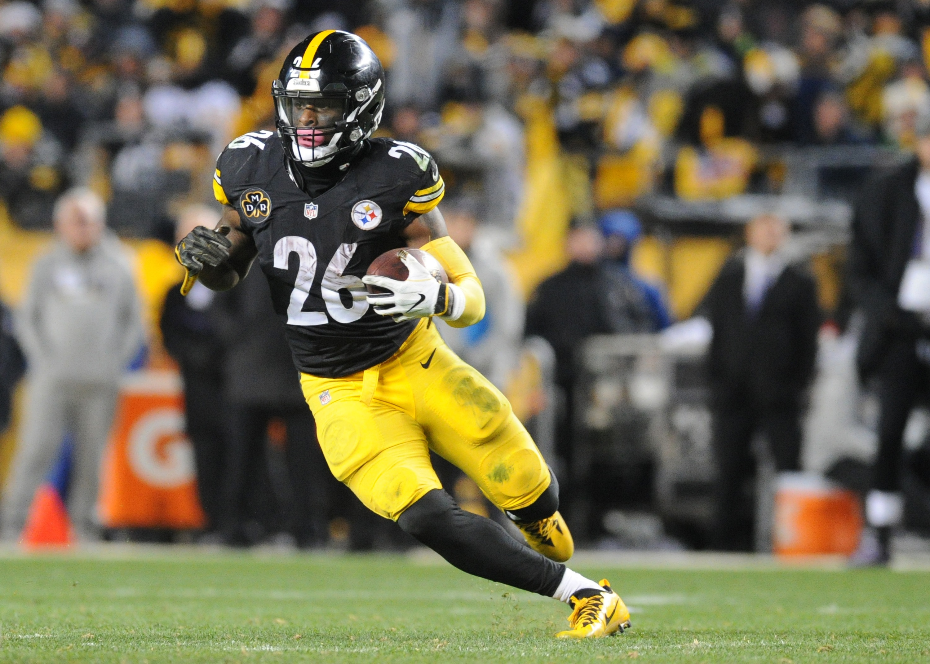Le'Veon Bell denies telling teammates he will end holdout on Labor Day