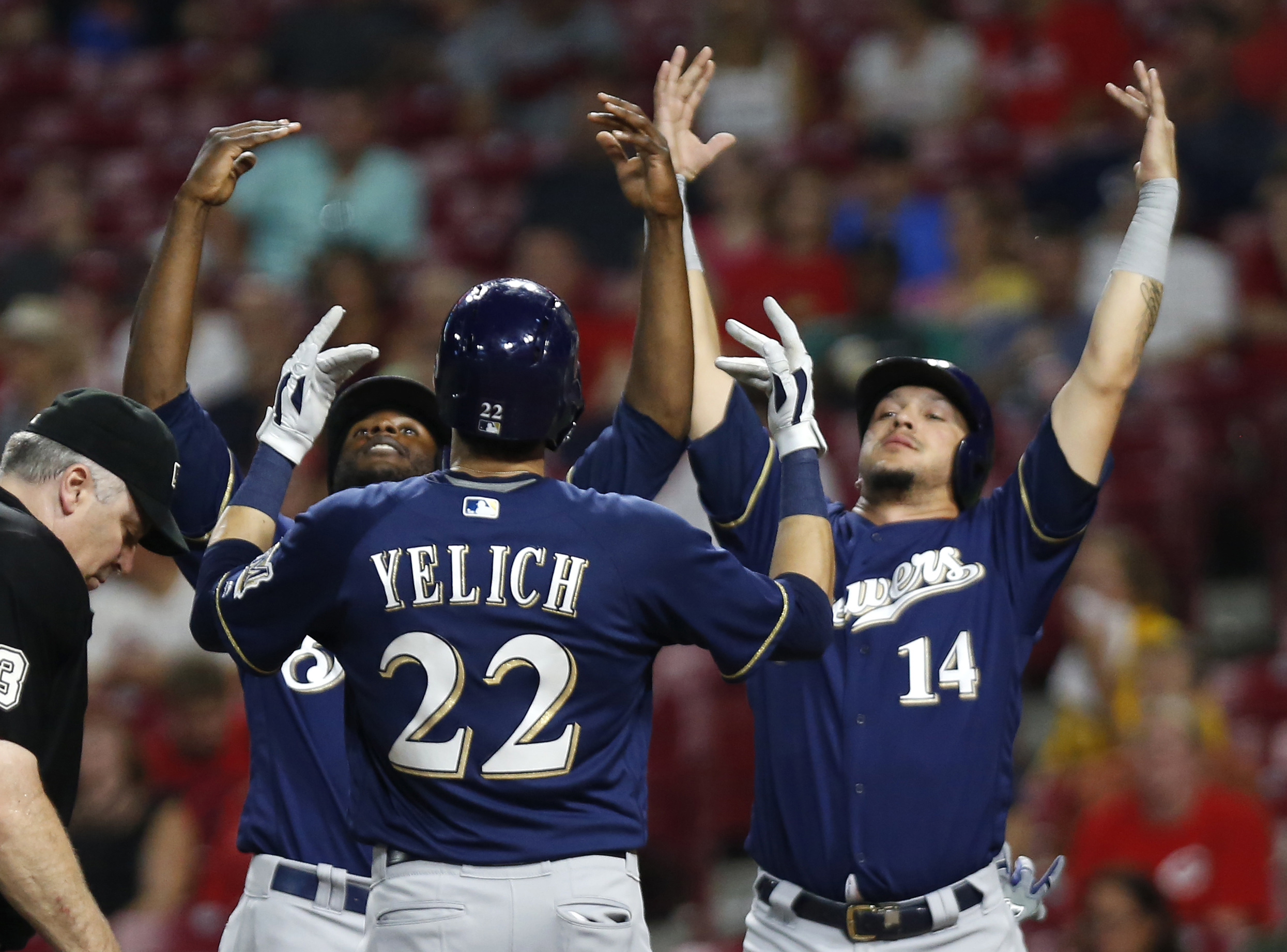 Watch Christian Yelich hit for cycle against Reds