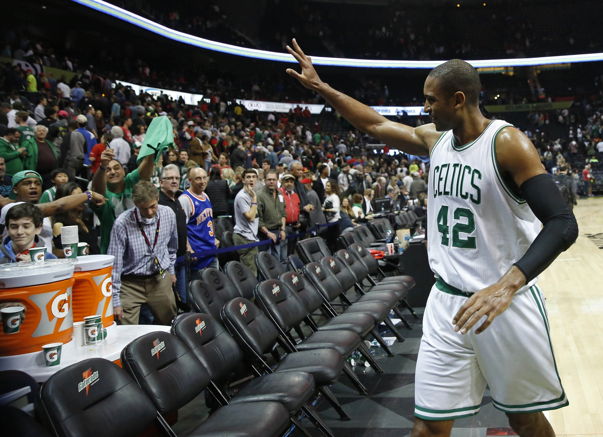 Your Morning Dump.... Where Al Horford doesn't give a sh*t about Vince Carter wearing his number in Atlanta