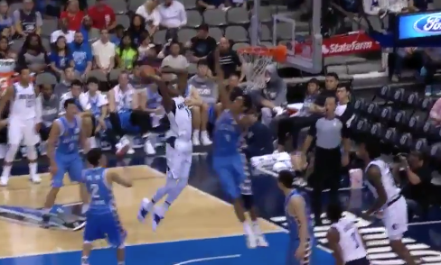 Giannis Antetokounmpo's brother, Kostas, posterizes opponent with massive dunk (Video)