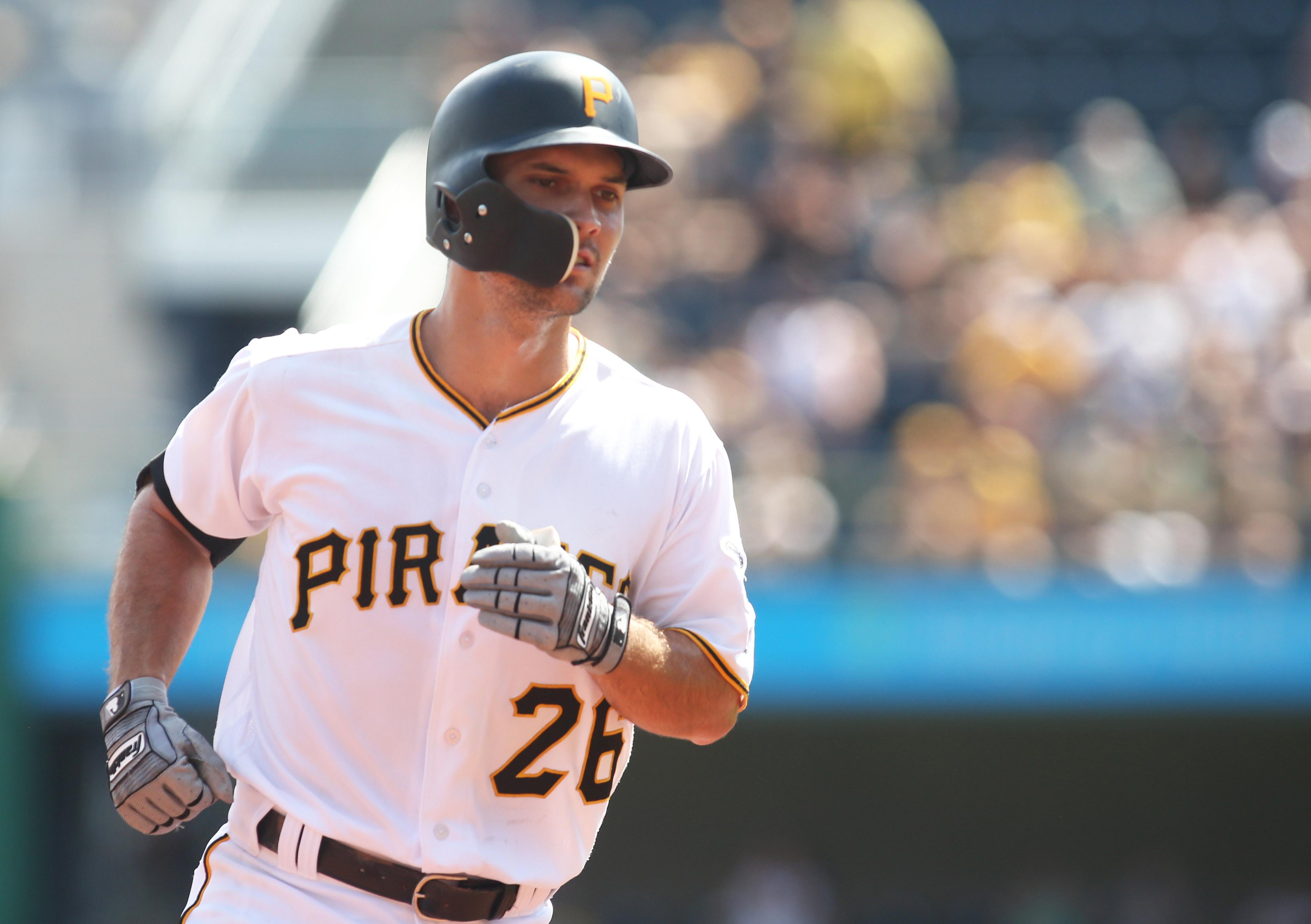 Pirates trade Adam Frazier to the Padres