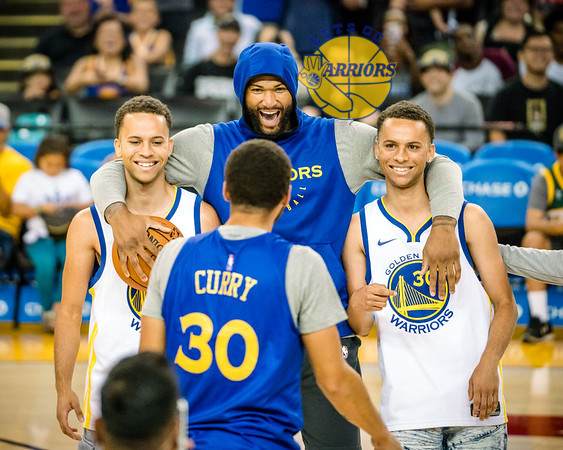 [PHOTO GALLERY] Warriors Open Practice: Twin Steph Curry look-alikes, forgettable singing, and more