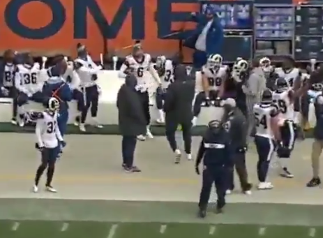 Rams punter Johnny Hekker makes acrobatic 1-handed catch on sideline (Video)
