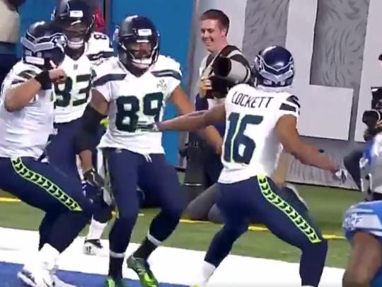 Watch: Seahawks perfectly recreate fight between Nolan Ryan, Robin Ventura on TD celebration