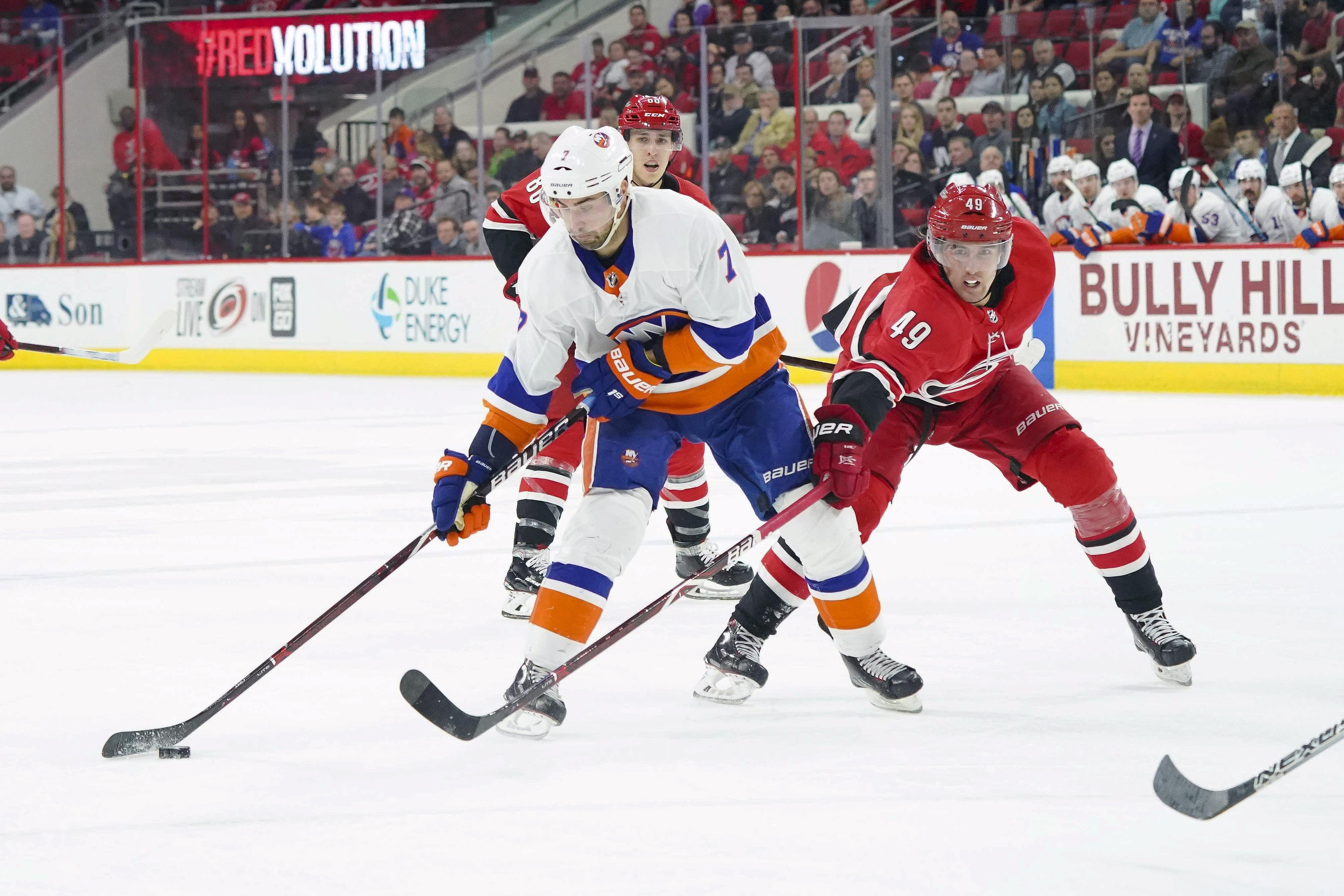 Isles pregame: Islanders open season in Carolina