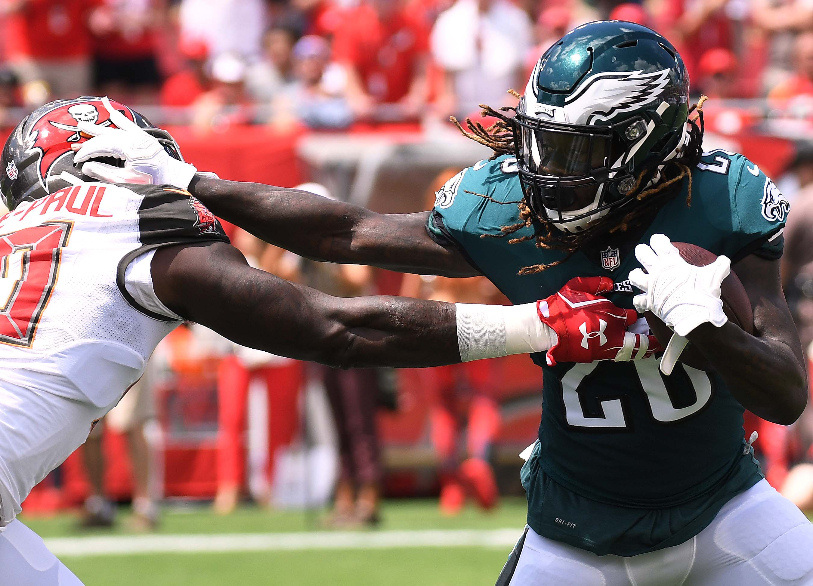 Eagles fade away in 28-22 loss to Tampa