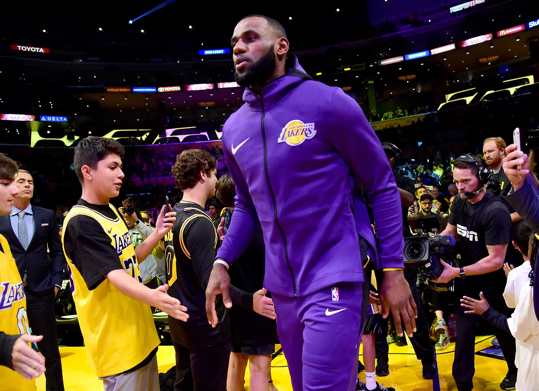 Lakers set to debut 'Statement' uniform against Suns