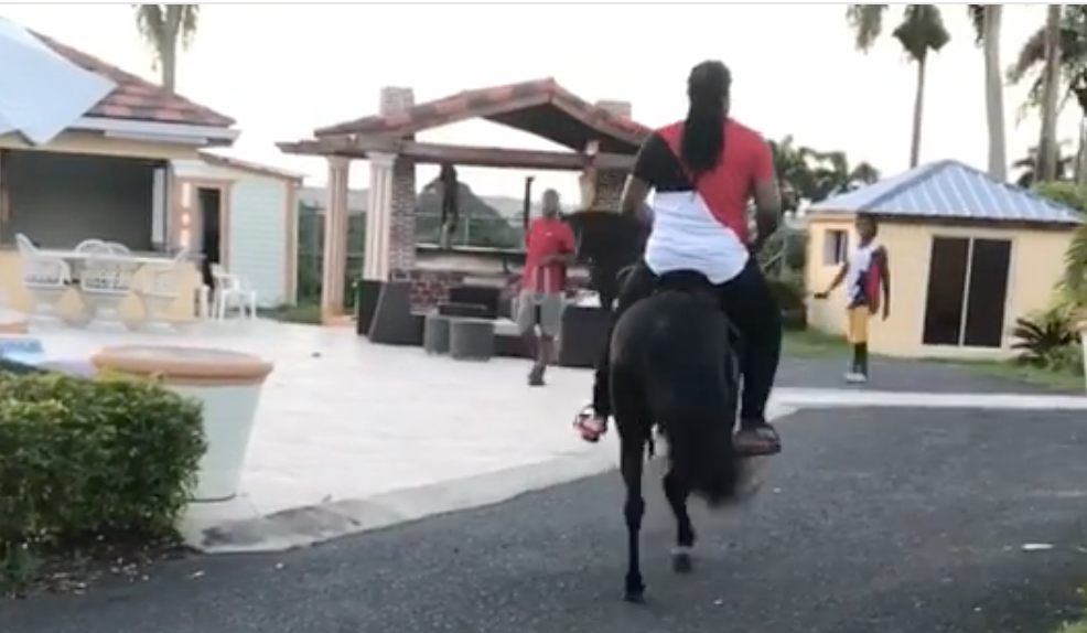 Johnny Cueto parading around on a pony is highly entertaining (Video)