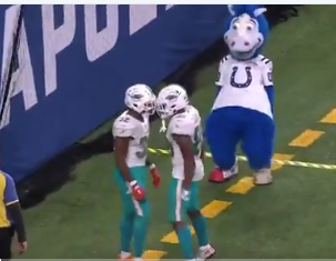 Watch: Colts mascot hilariously trolls Dolphins RB Kenyan Drake after TD