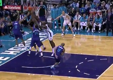 Khris Middleton has shot blocked by three Hornets simultaneously (Video)