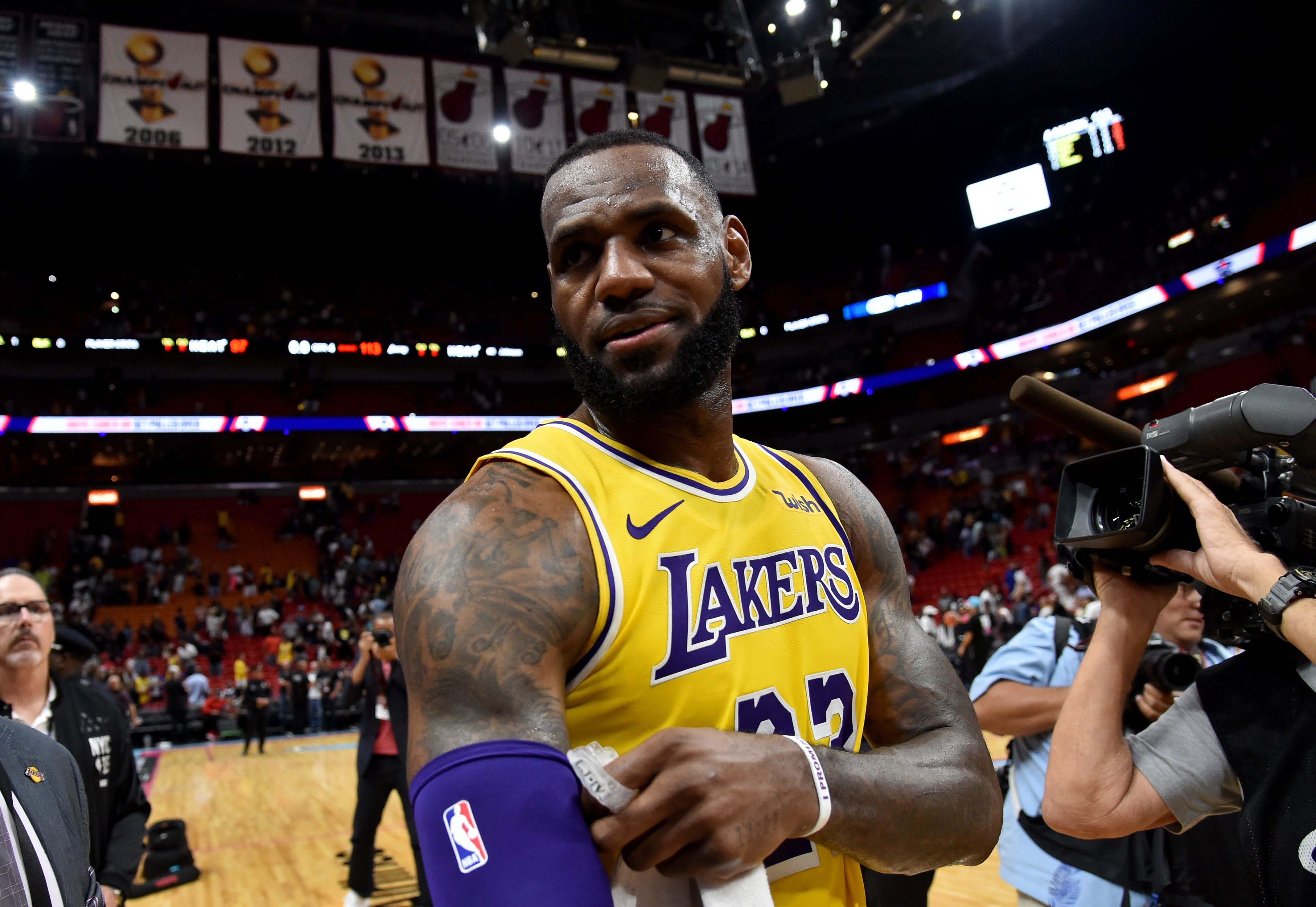 LeBron James joins Kobe Bryant, Kareem Abdul-Jabbar for rare feat