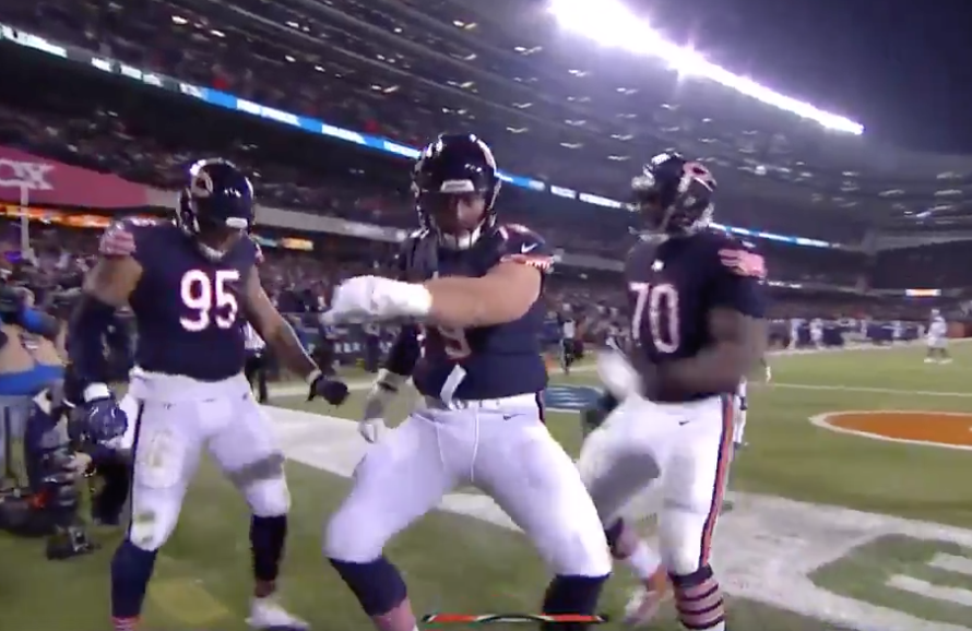 Watch: Bears 315-lb OT Bradley Sowell catches TD pass, dances like a boss