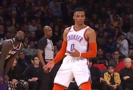 Russell Westbrook mocks Lance Stephenson's signature gesture (Video)