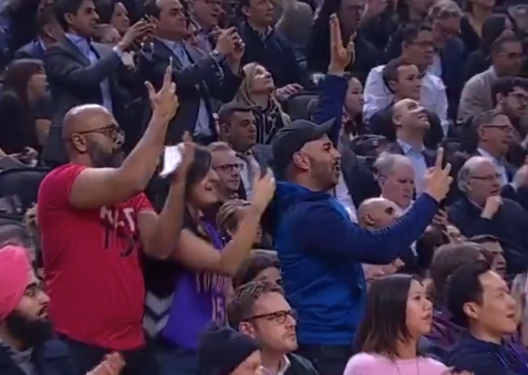 Vince Carter draws huge ovation from Raptors fans in final game in Toronto (Video)