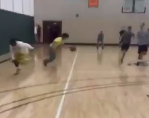 Bears RB Tarik Cohen gets juked out of his shorts in pickup basketball game (Video)