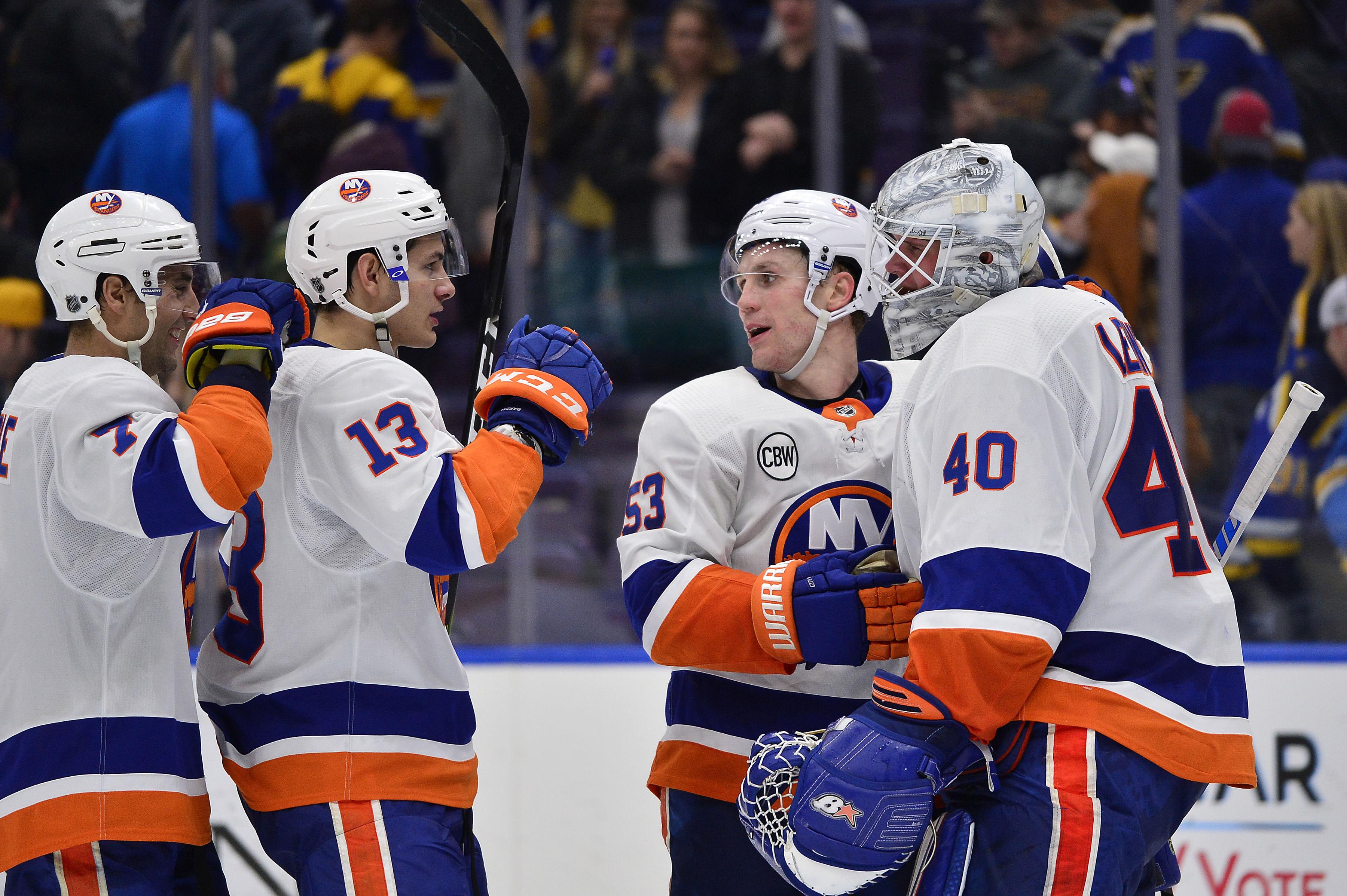 Islanders escape St. Louis with 4-3 win over Blues to extend winning streak