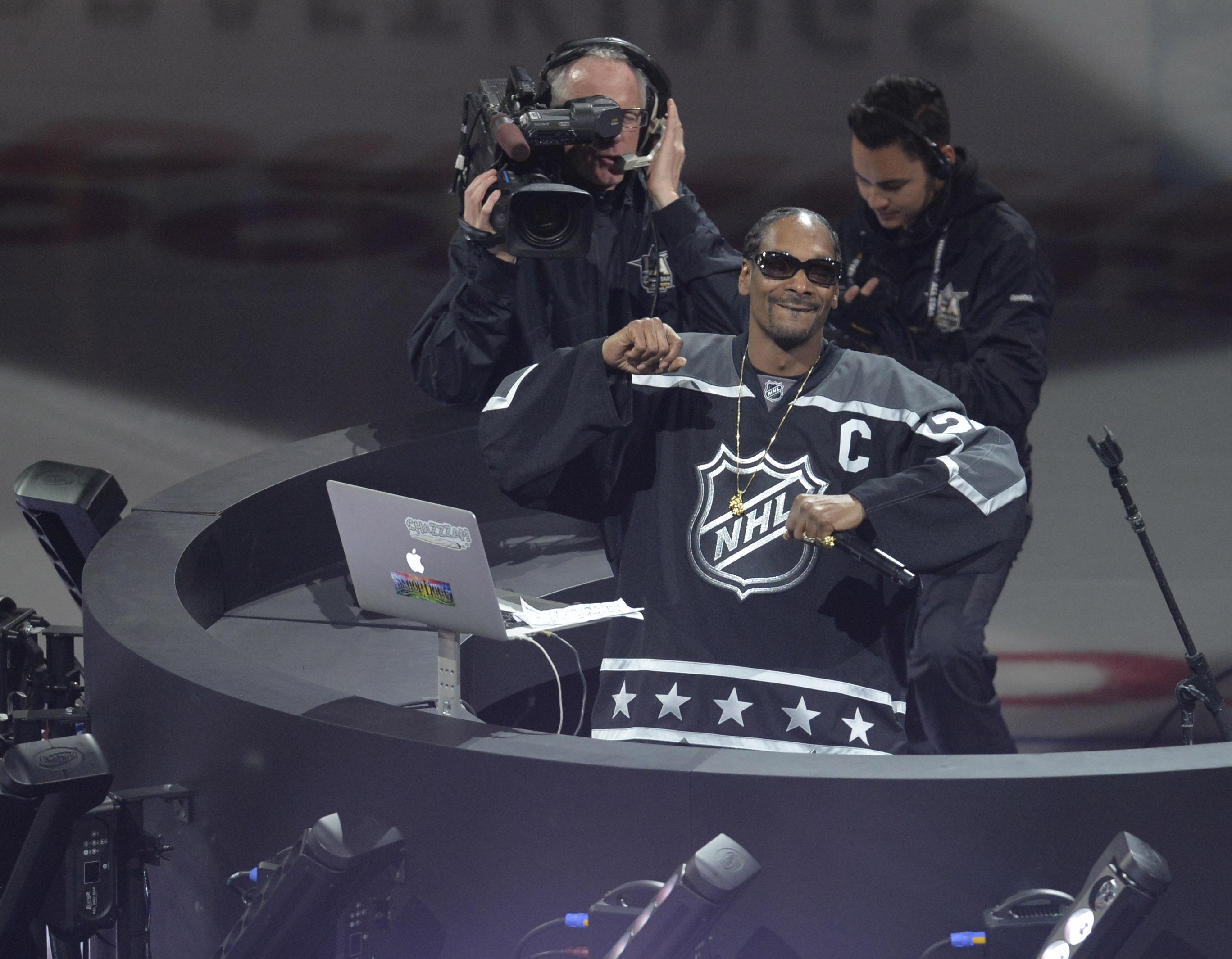 Watch: Snoop Dogg  LA Kings Play-By-Play Nephew