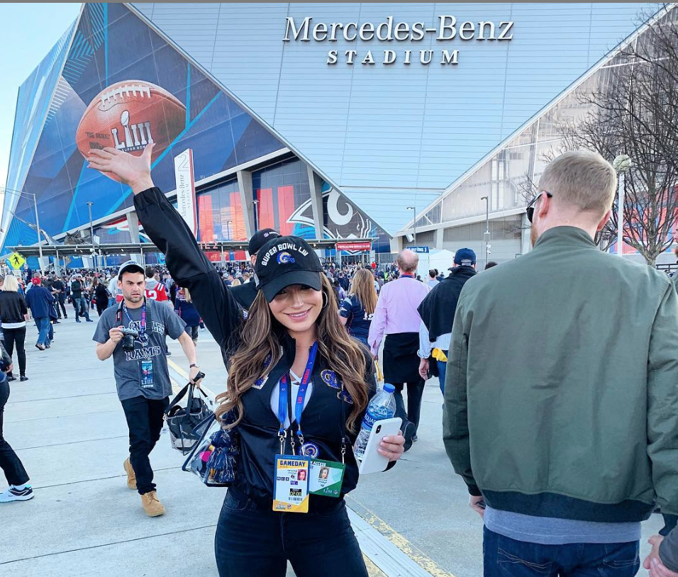 Look: Sean McVay's hot girlfriend steals show at Super Bowl in front of Mercedes-Benz Stadium
