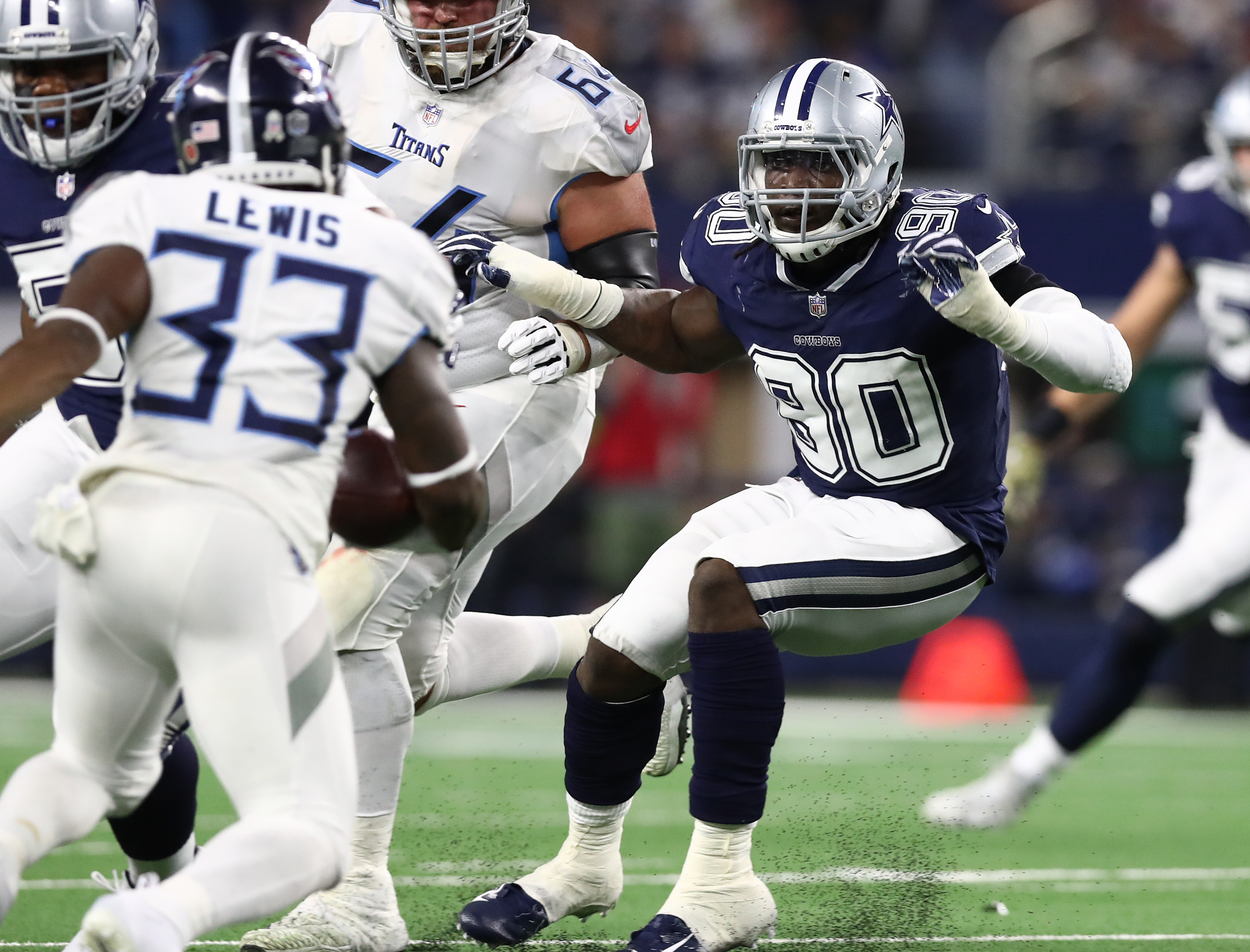 Cowboys continue to struggle with a new DeMarcus Lawrence deal