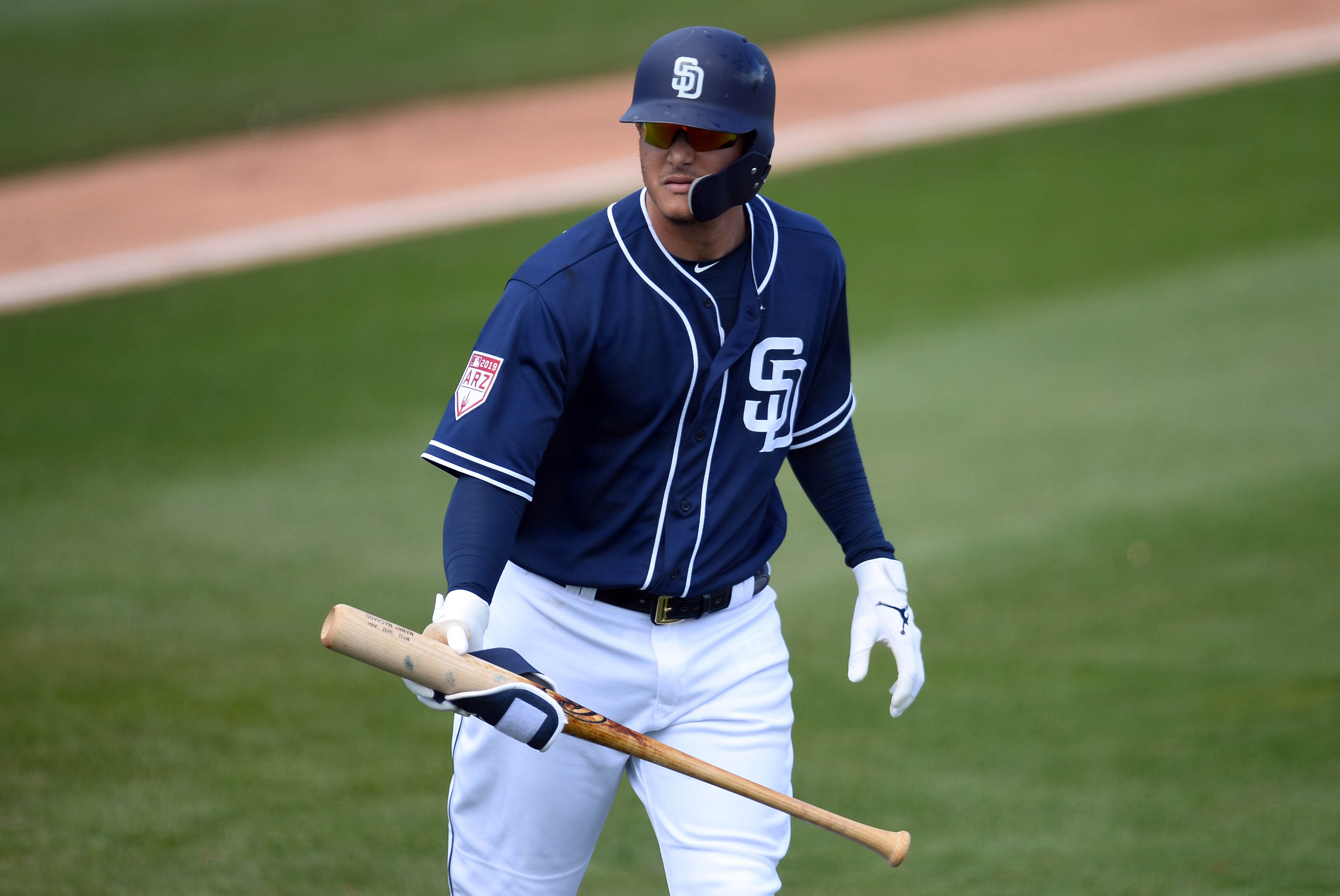 Manny Machado crushes balls for Padres, takes field at Spring Training for first time (Video)