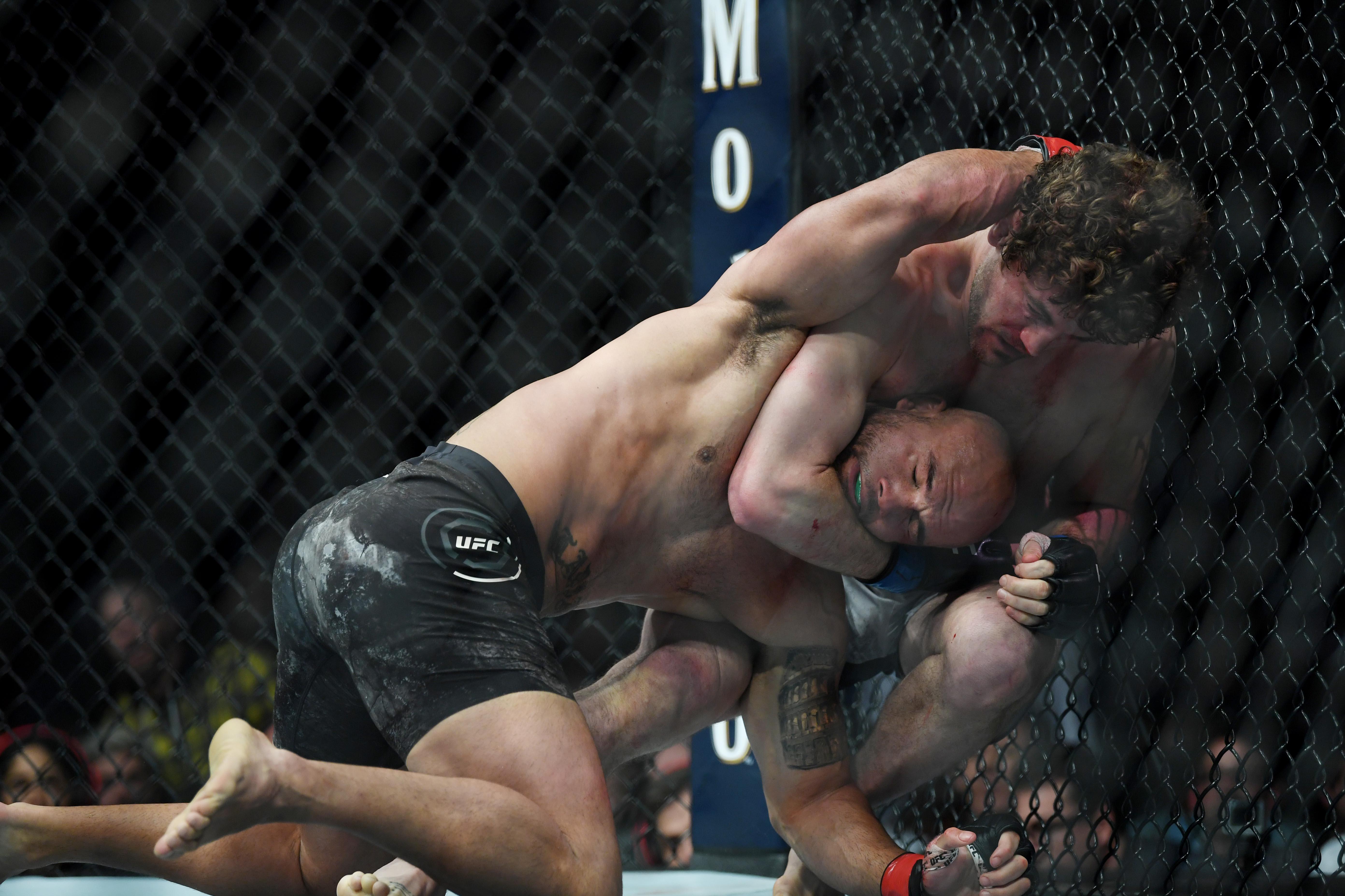 UFC 235: Ben Askren wins his UFC debut against Robbie Lawler in controversial fashion